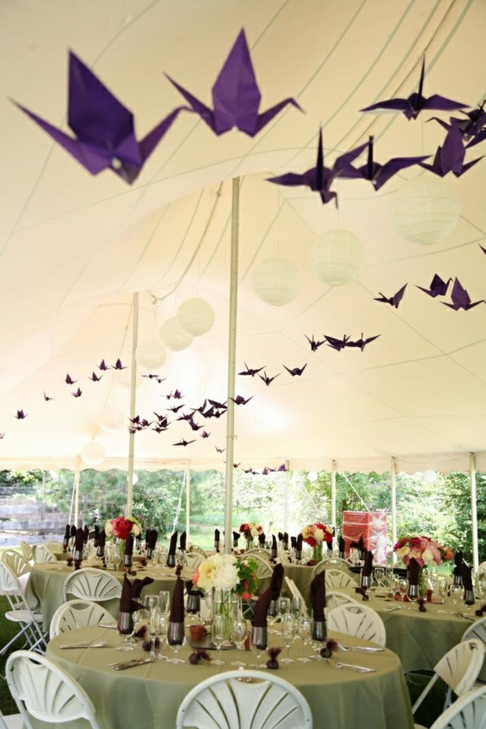Hochzeit-Deko-lila-Origami-Kraniche-hängend