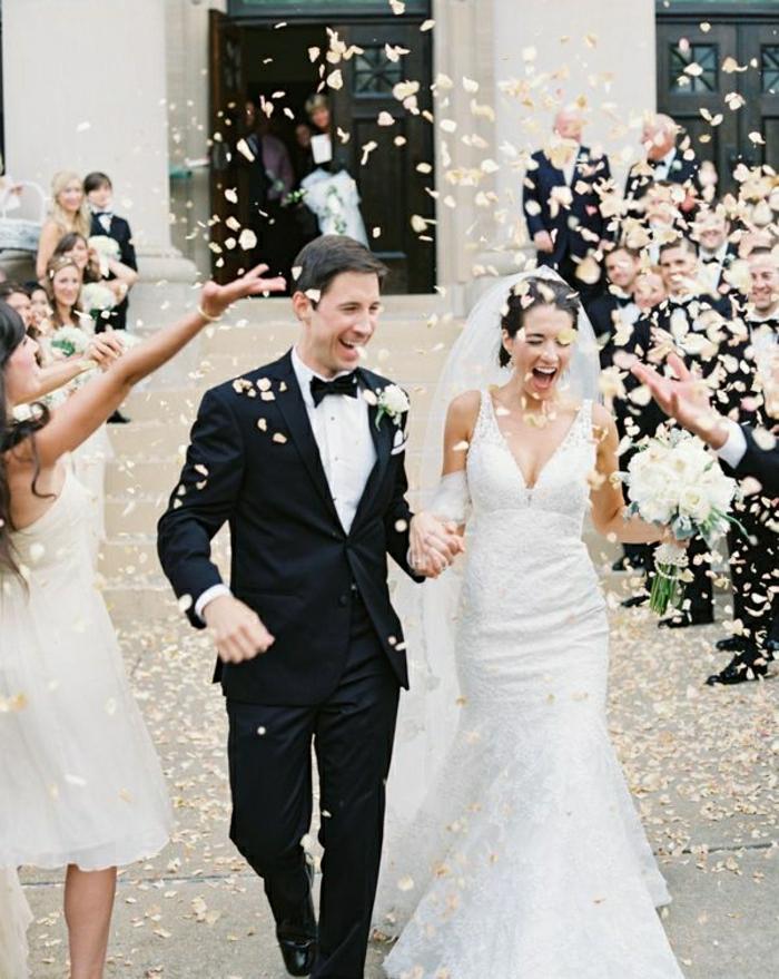 Hochzeit-Ehepaar-Rosenblätter