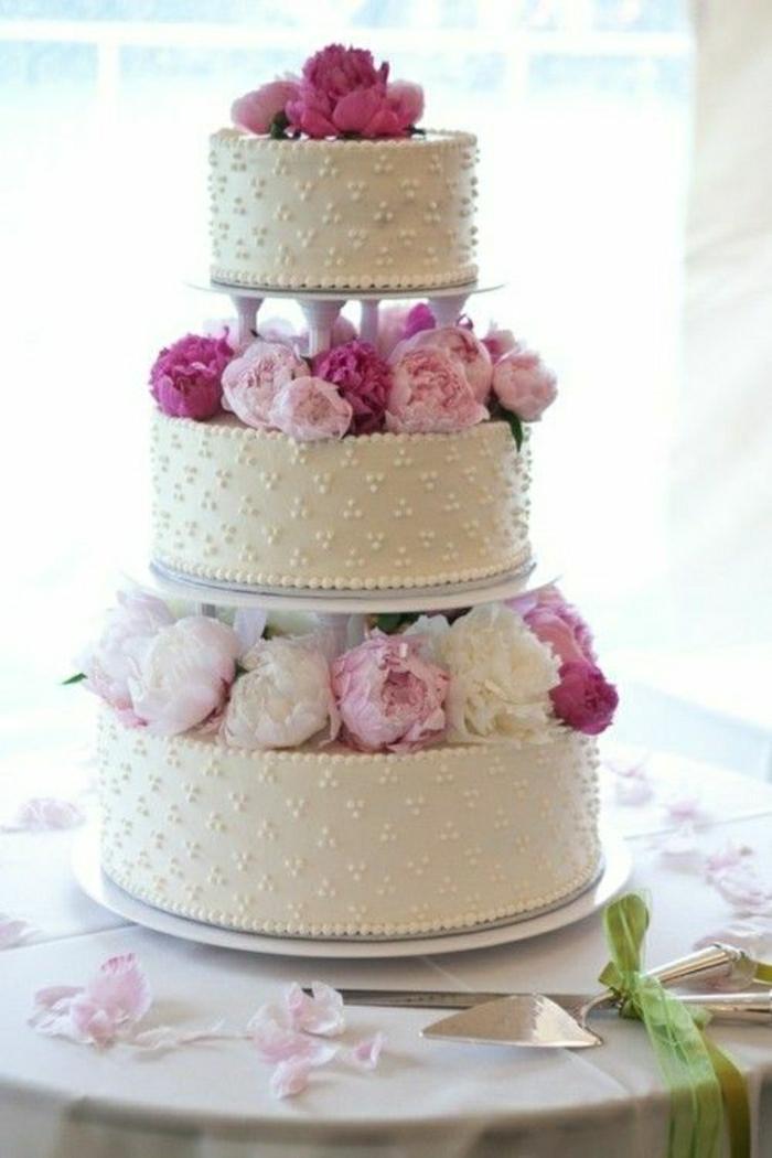 Hochzeitstorte-Dekoration-Blumen