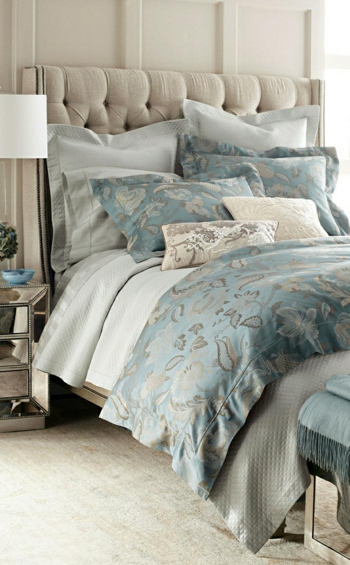 Hotel-Atmosphäre-beige-blau-schöne-Bettwäsche-elegant-luxoriös-Satin