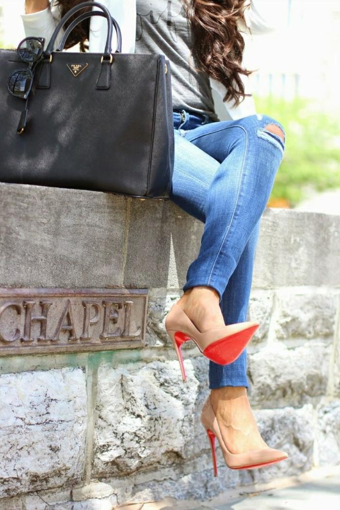 Jeans-Schuhe-Körperfarbe-schwarze-Prada-Tasche
