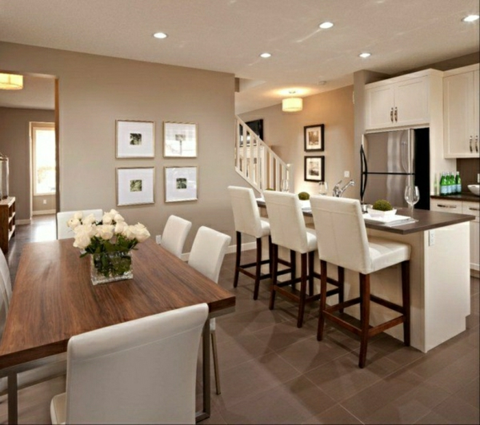 Küche-Esszimmer-weiße-Möbel-Cappuccino-Wände