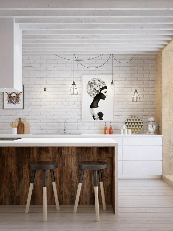 Küche-skandinavisches-Interieur-Tischplatte-Holz-Hocker-abstrakte-Bilder-hängende-Leuchten