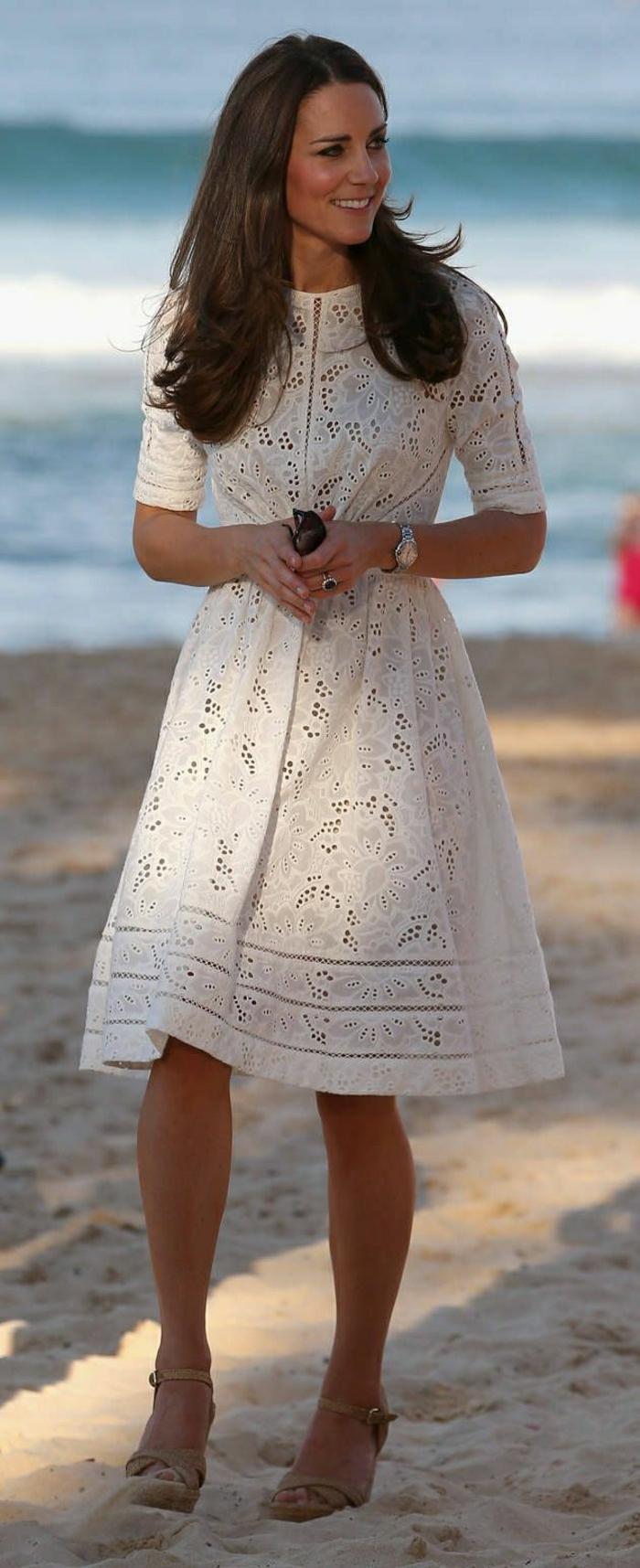 Kate-Middleton-Strand-Spaziergang-weißes-Designer-Sommerkleid