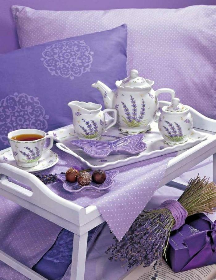 Lavendel-lila-Bettwäsche-Kissen-Serviertisch-Tablett-Tee-Kanne-Tassen-Süßigkeiten