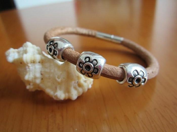 Leder-Armband-silberne-Elemente-Gravur-Sonnen