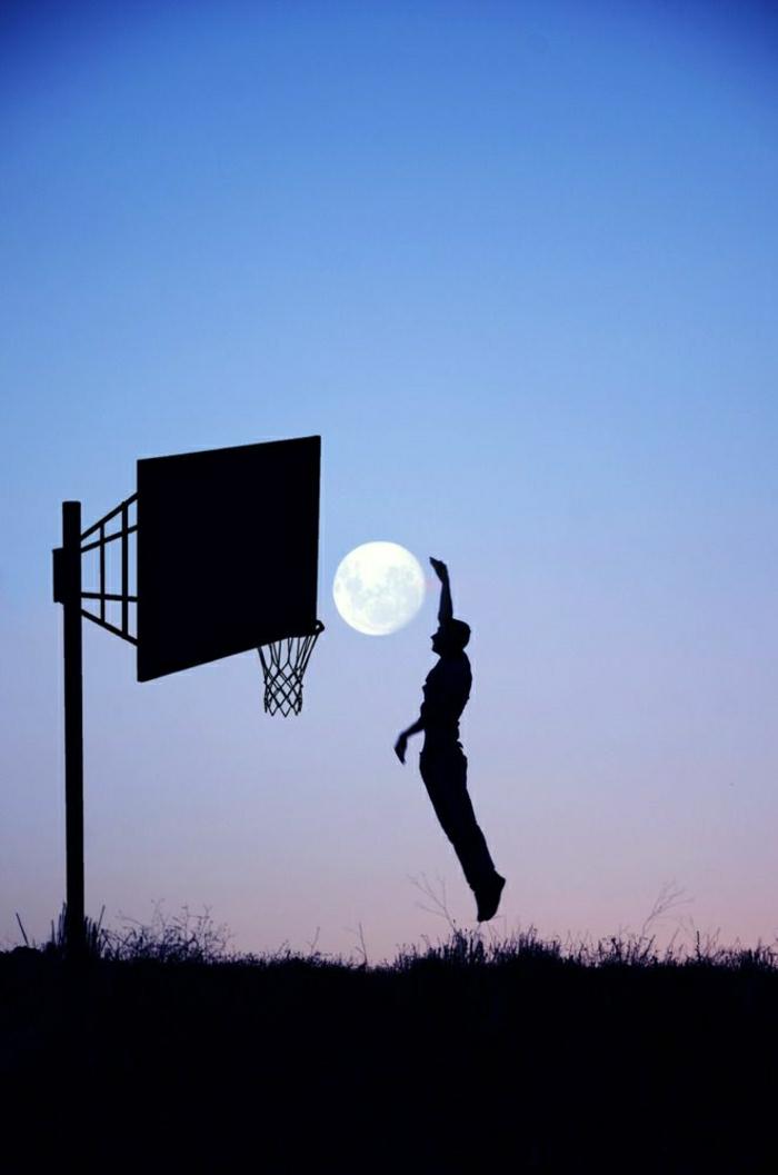 Mann-Basketball-spielen-Mond