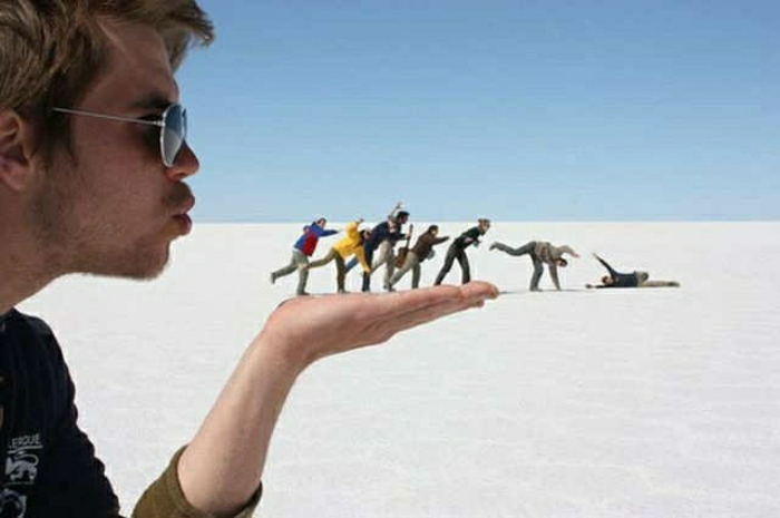 Mann-Freunde-Wüste-Scherz