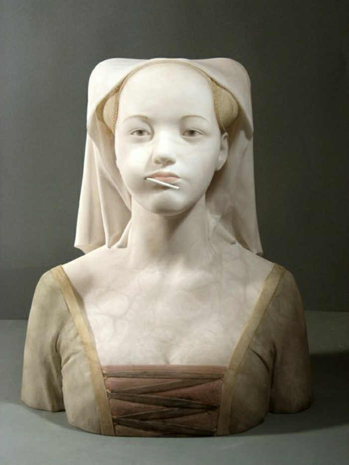 Marmor-Skulptur-Frau-modern