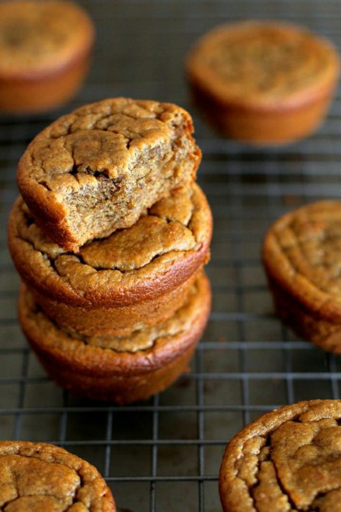 Muffins-ohne-Mehl- Haferflocken-Bananen- Mandelbutter-Honig-Eier-Zimt-Vanille
