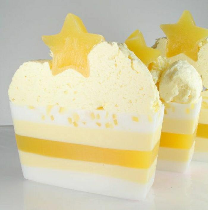 handgemachte-Seifen-Zitronen-Schichten-Torte-Stern-Dekoration