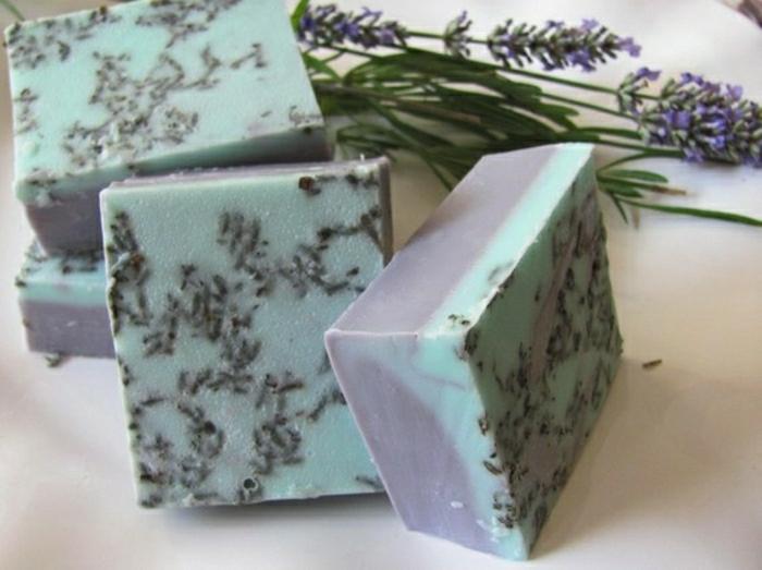 Naturseife-französischer-Lavendel-Shea-Butter-Ziegenmilch-natürliche-Öle