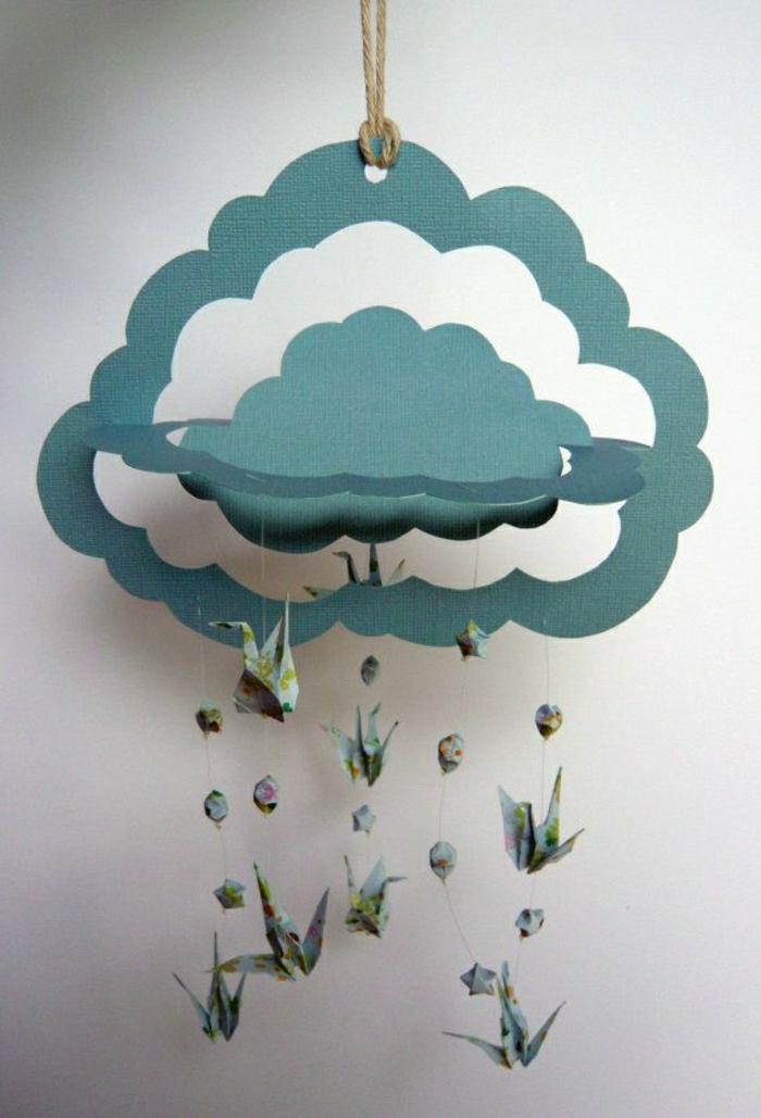 Origami-Kranich-Mobile-hängend-Wolken