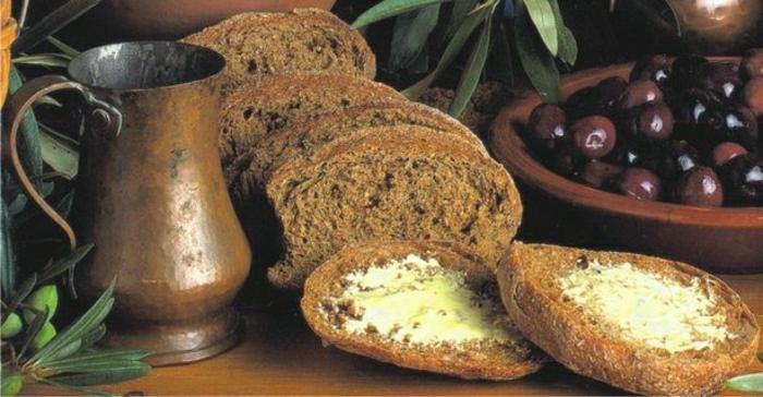 griechische-Speisen-Paximadi-Brot-Feta-Käse-Oliven