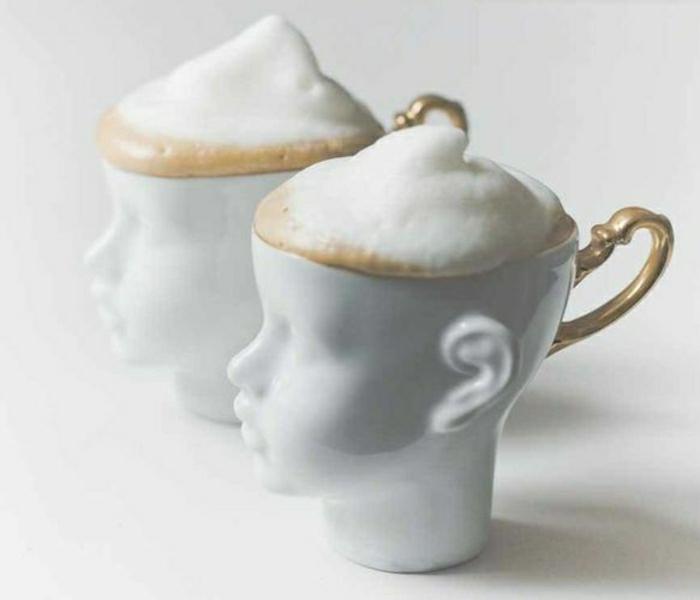 Porzellan-Cappuccino-Tassen-mit-goldenen-Henkeln