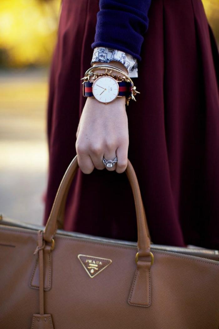 Prada-Taschen-braunes-Modell-Handuhr-Armbänder