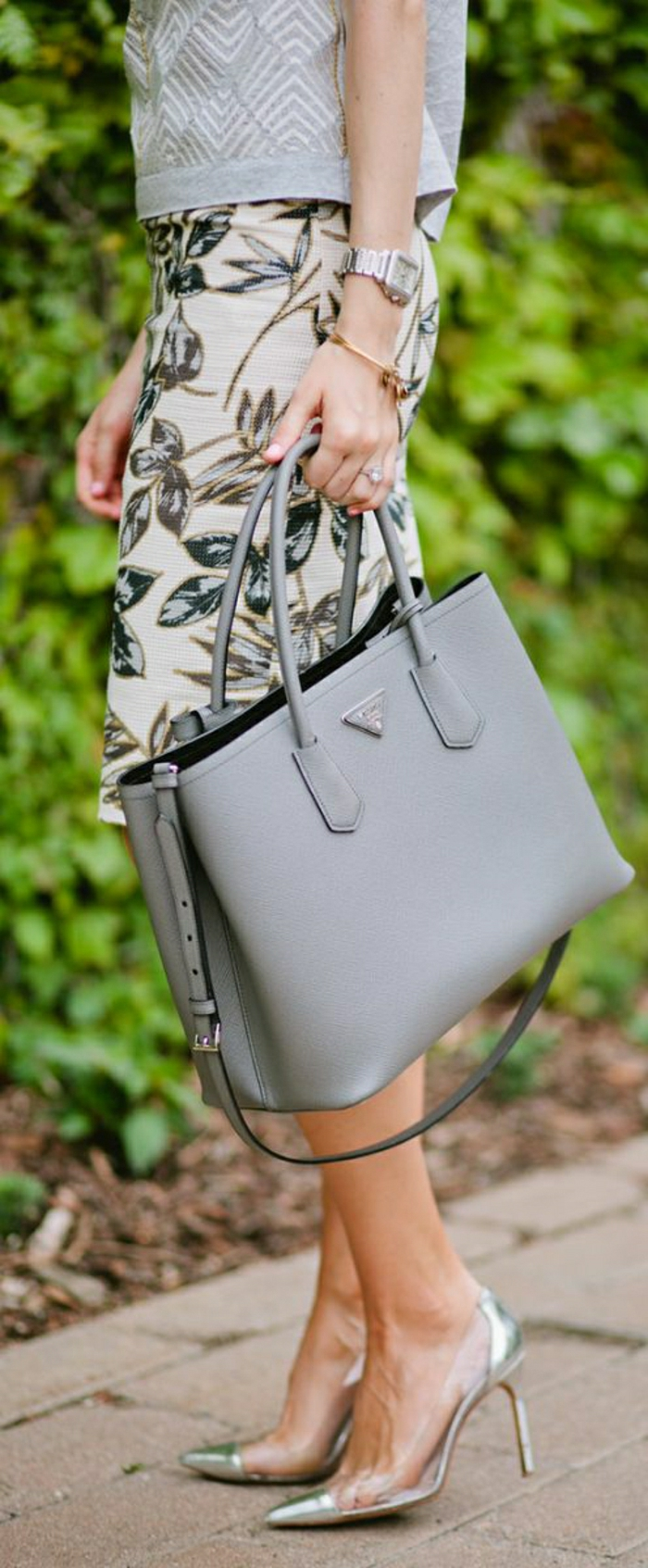 Prada-Taschen-graues-Modell-Designer