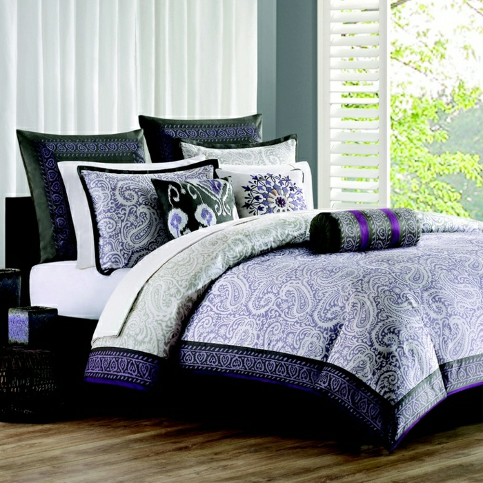 Schlafzimmer-Fenster-Grün-Bettwäsche-lila-weiß-grau-schwarz-Ornamente-Boho-Chic-exotisch
