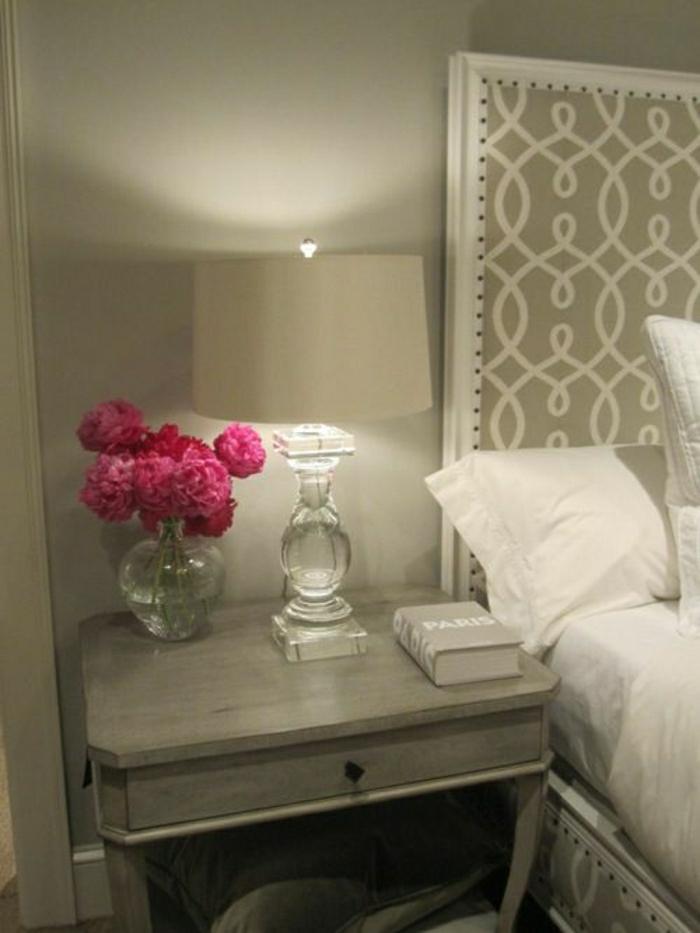 Schlafzimmer-Blumen-Nachttisch-Lampe-Vase-Pfingstrosen