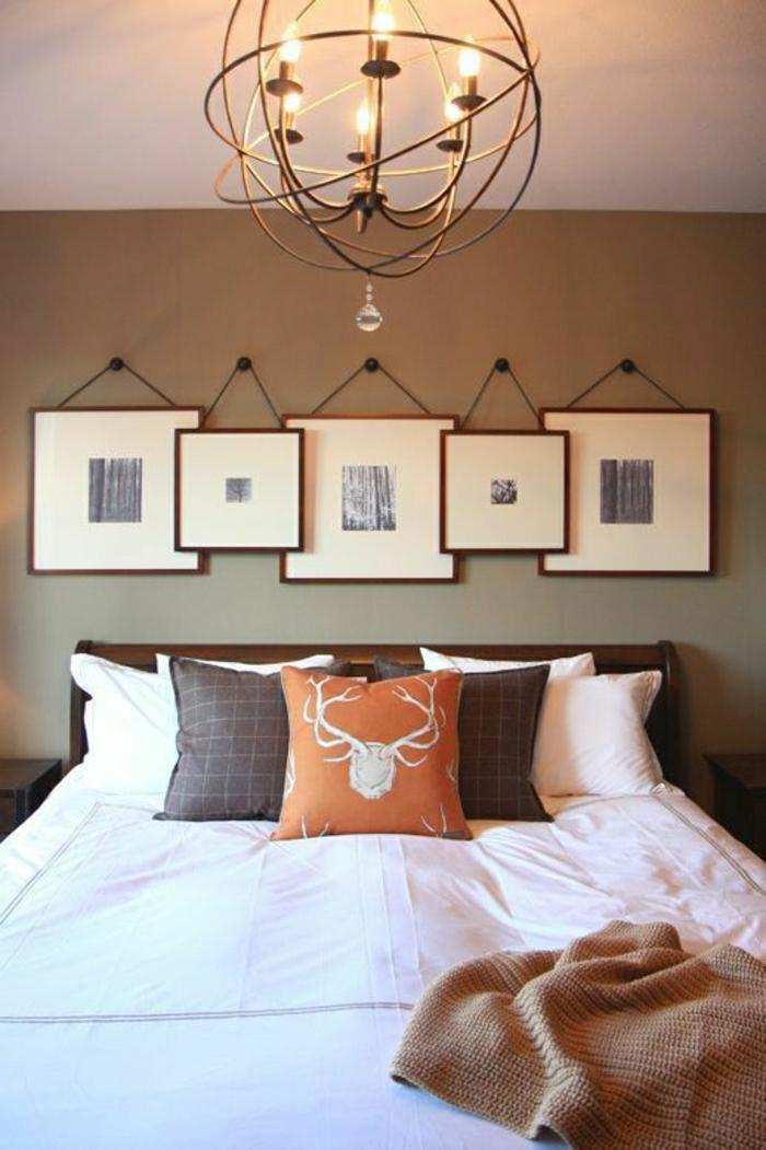 Schlafzimmer-extravaganter-Kronleuchter-hängende-Wandbilder