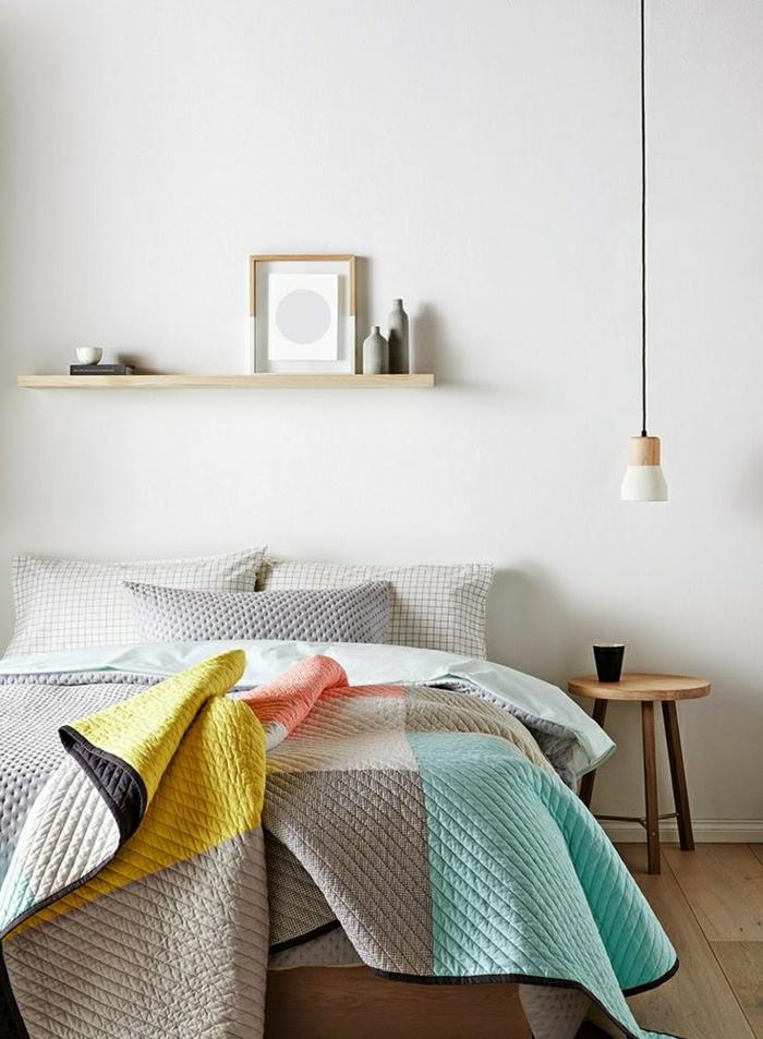 Schlafzimmer-minimalistisches-Design-schöne-Bettwäsche-bunte-Quadrate