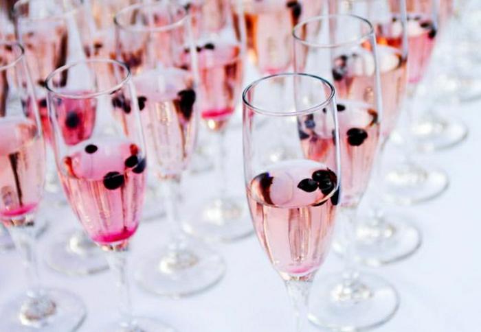 Sektgläser-Hochzeit-rosa-Champagner