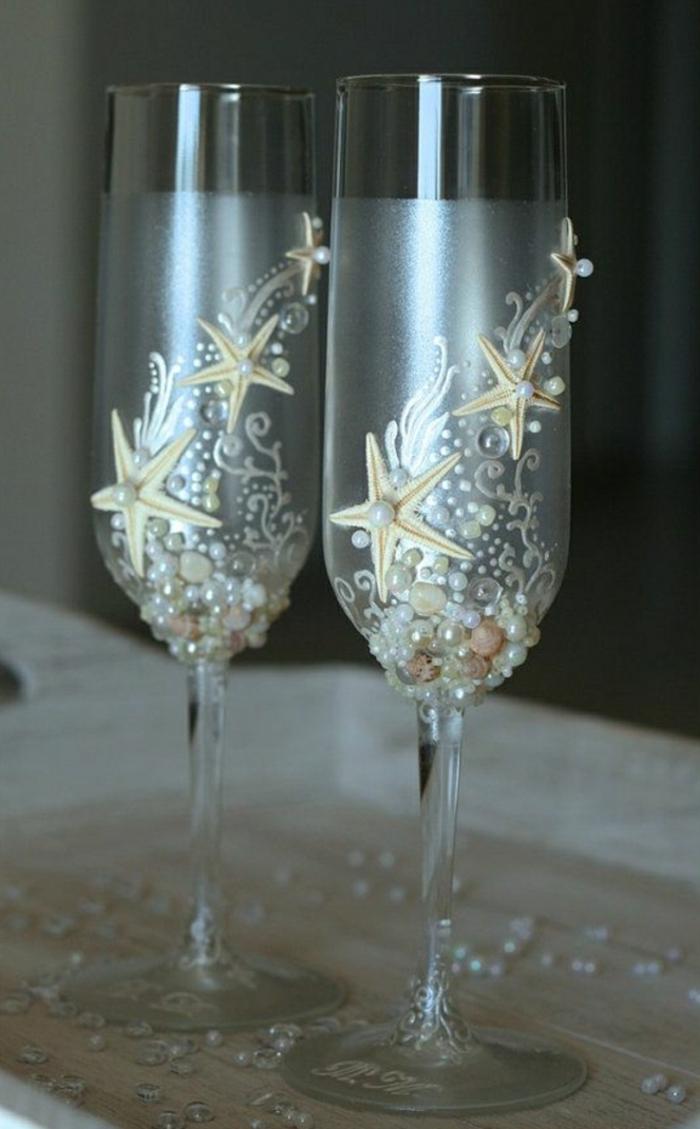 Sektgläser-Perlen-dekorative-Steine-Seesterne