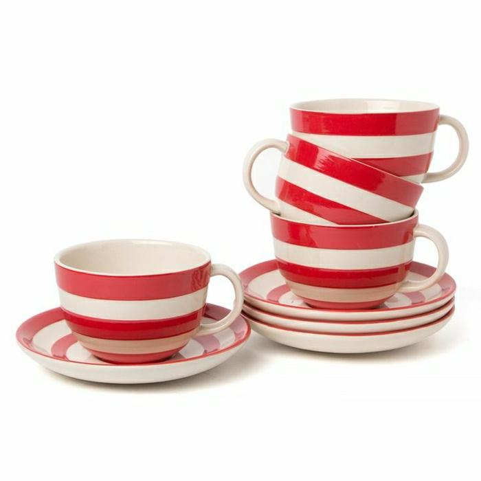 Set-aus-Cappuccino-Tassen-rot-weiß