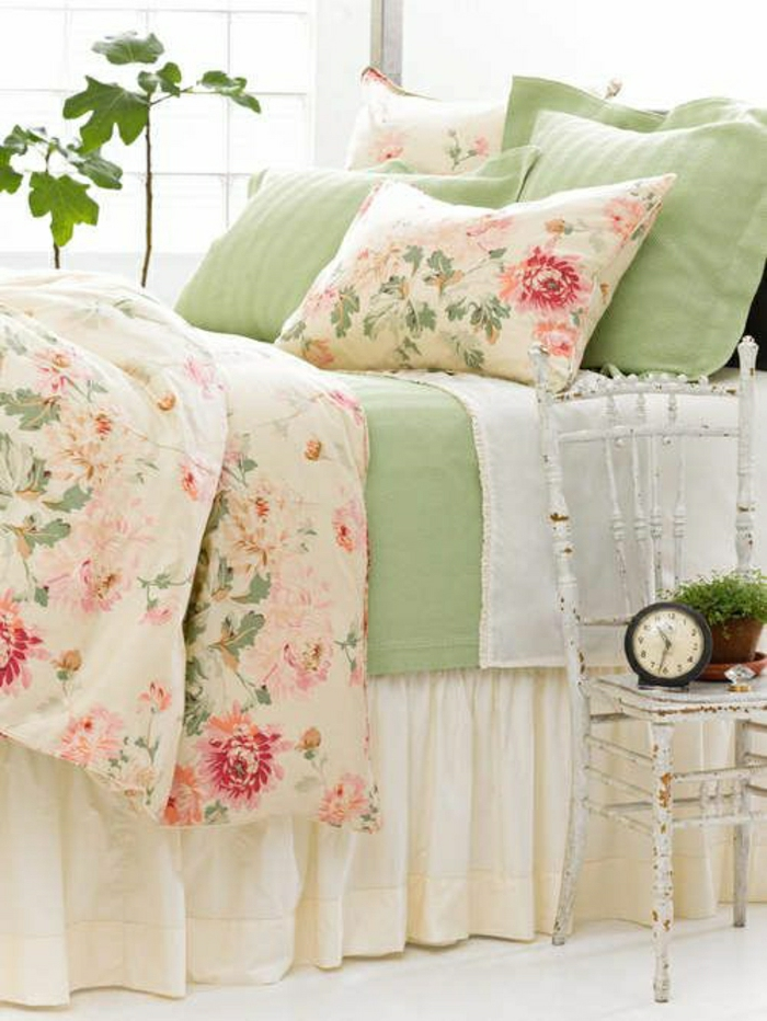 Shabby-chic-Stil-Bettwäsche-Rosen-Muster-grün-Pflanze-Fenster-vintage-Stuhl-Blumentopf-Wecker