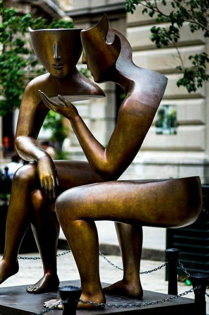 Skulptur-Männer-Gespräche