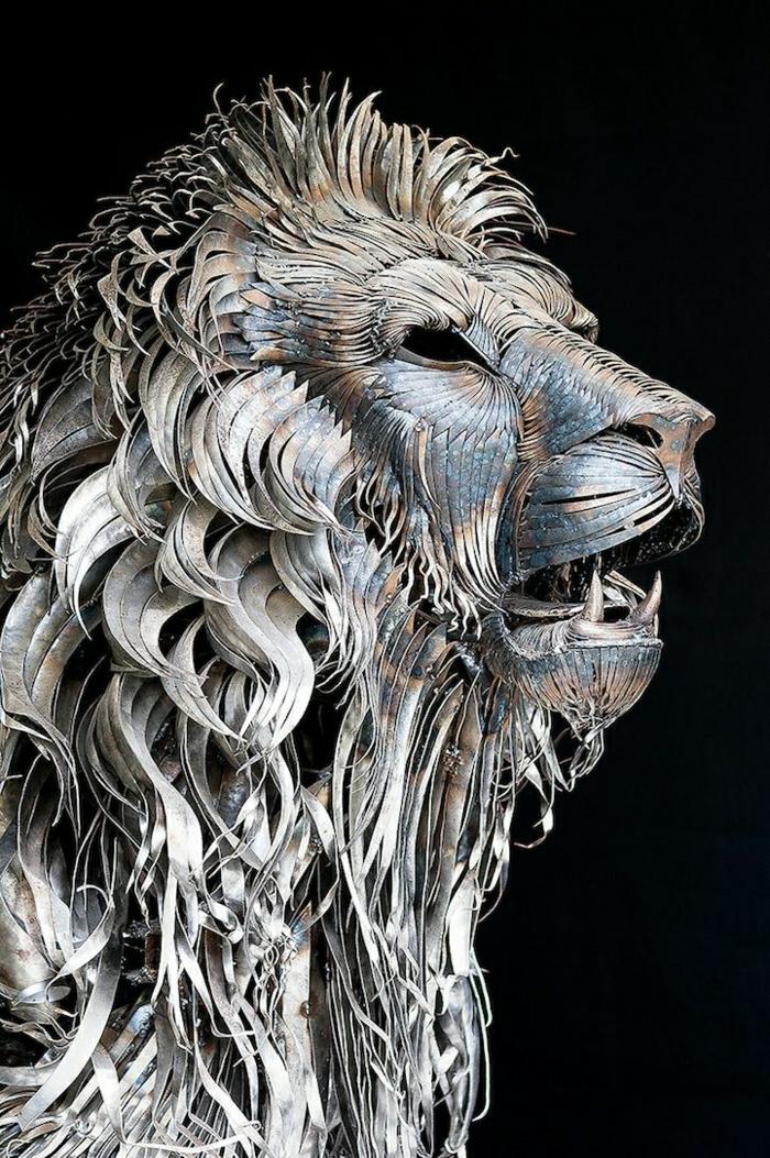 Skulptur-Metall-Löwe-grandios