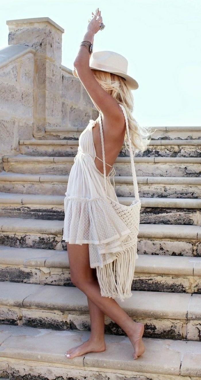 Sommerkleid-weiß-lüftig-Stricktasche-Hut