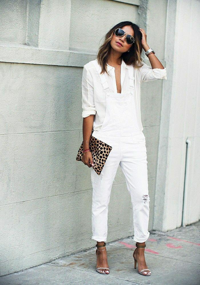 Sommerkleider-in-Weiß-Tasche-Tierdruck-Sandalen