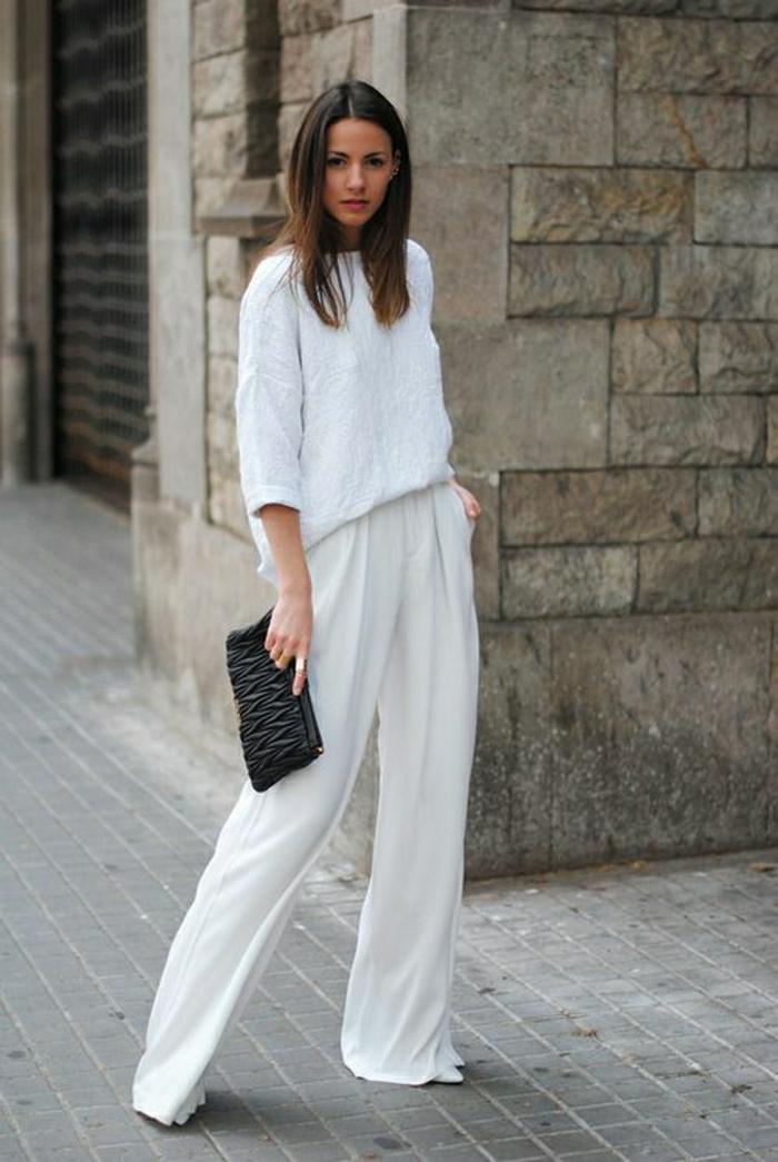 Sommerkleider-in-Weiß-breite-Hosen-schwarze-Tasche-leger