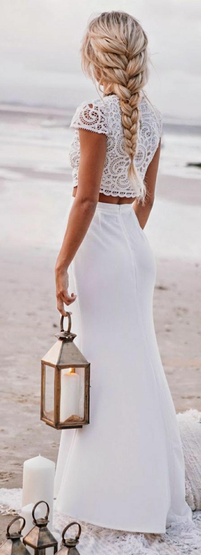 Sommerkleider-in-Weiß-zwei-Teile-Mädchen-Zopf-Laternen-Kerzen