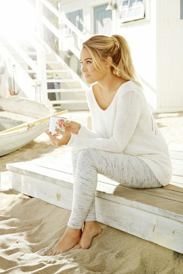 Sommerkleider-weiß-Leggings-Pullover-Strand-Kaffee-Erholung