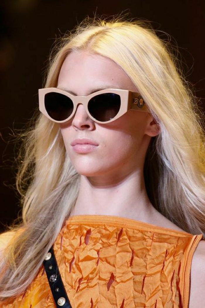 Sonnenbrille-Versace-Fotomodell