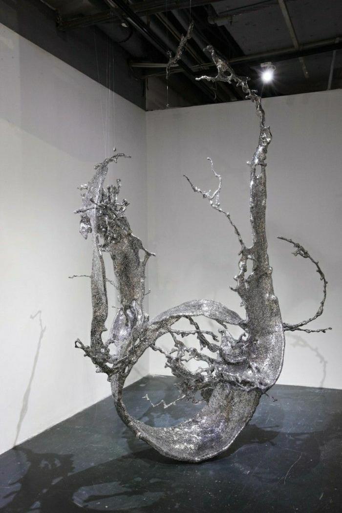 Stahl-Skulptur-Wasser-Avantgarde