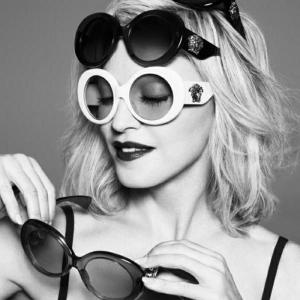 Die Versace Sonnenbrille - ewig und immer im Trend
