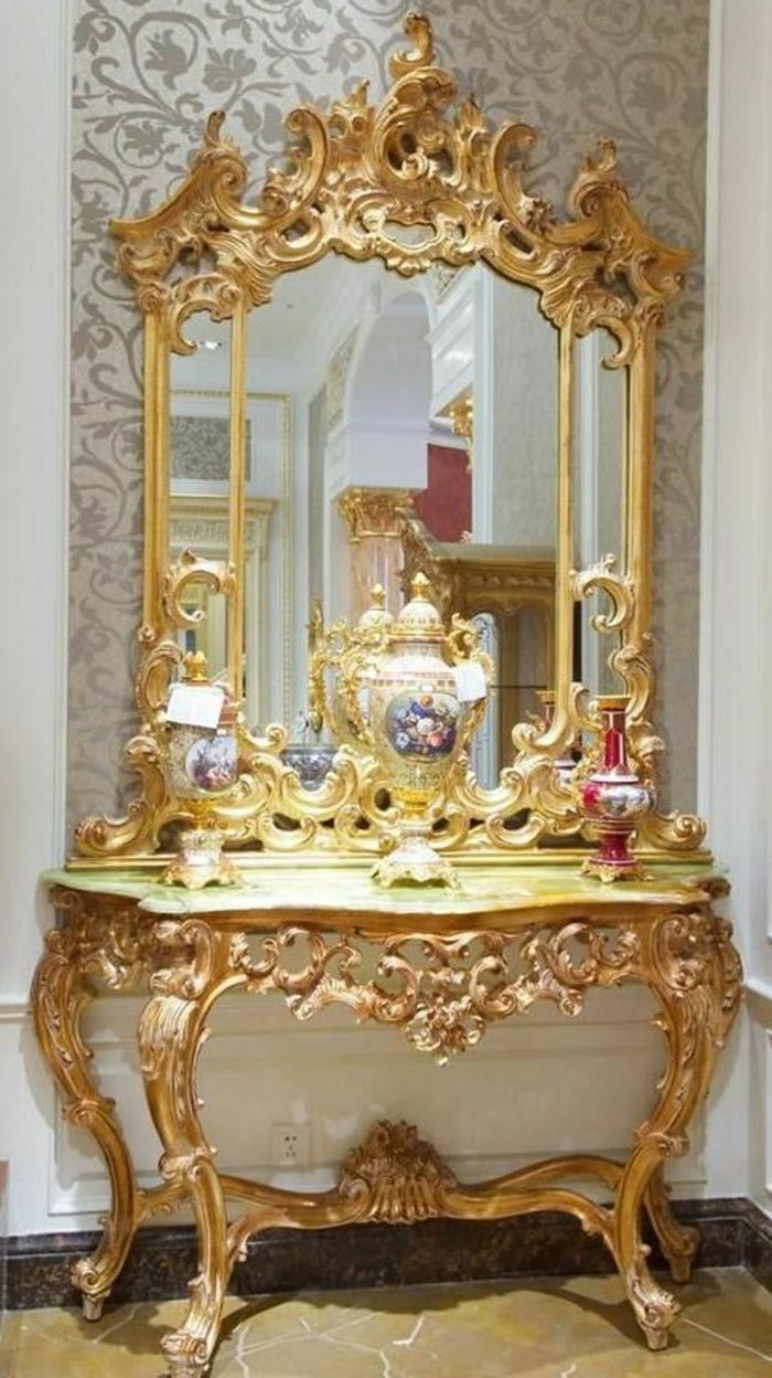 Versace-Design-Möbel-Spiegel-goldener-Rahmen-Barock-Tapete