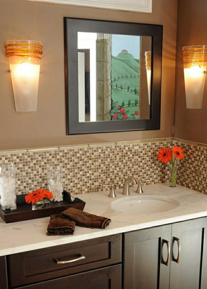 Wandfarbe-Cappuccino-Badezimmer-Spiegel-Gerbera-Tücher