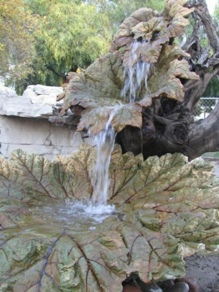 Wasserbrunnen-Garten-Laub-Form
