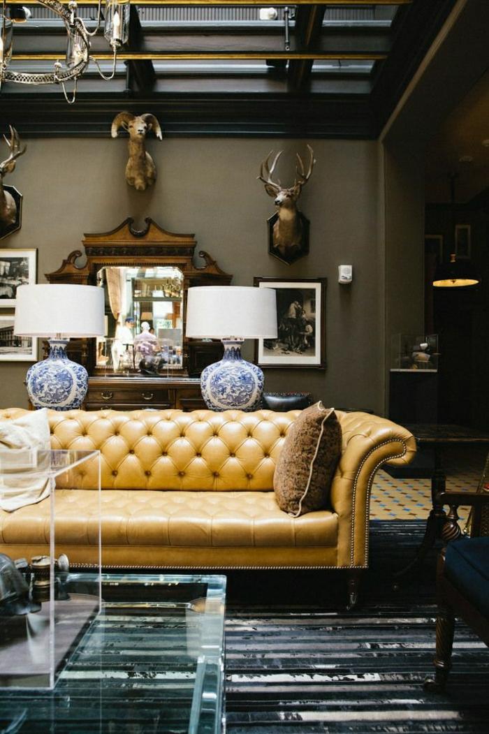 Wohnzimmer-Leder-Chestrefield-Tierköpfe
