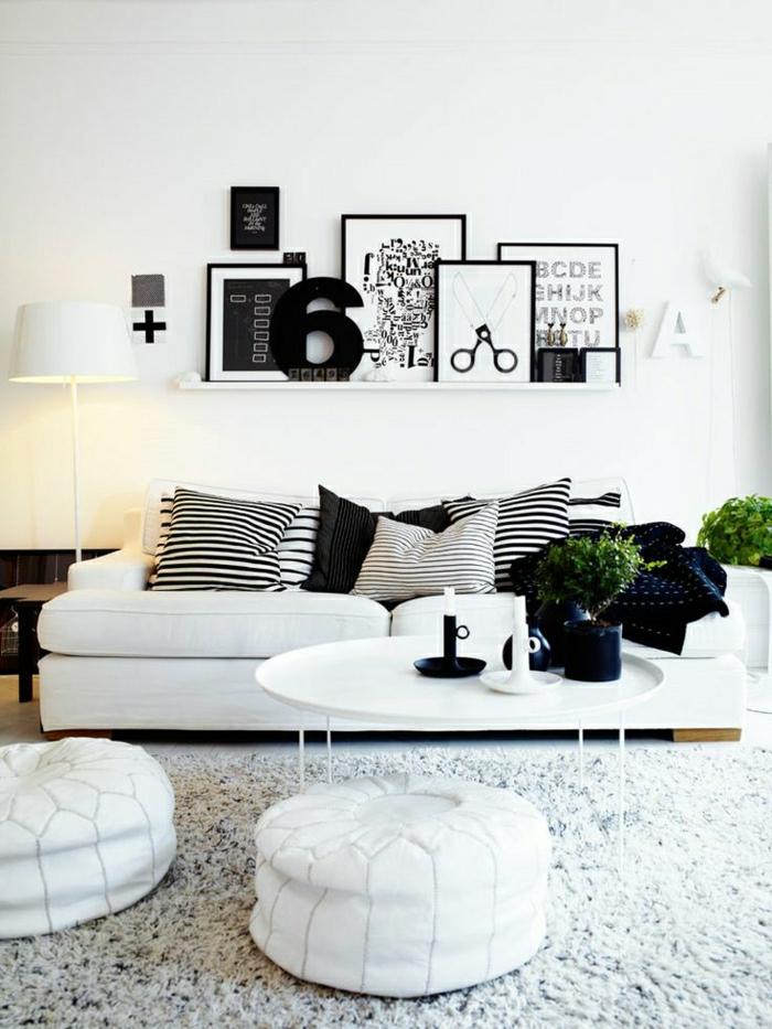 Wohnzimmer-Sofa-Kissen-graphisch-schwarz-weiß-flaumiger-Teppich-Bilder-Buchstaben-Scheeren