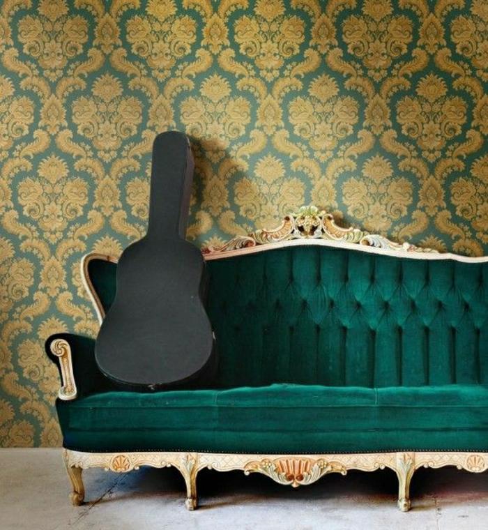 Wohnzimmer-Sofa-grüner-Plüsch-Barock-Tapete-Muster-grün-golden