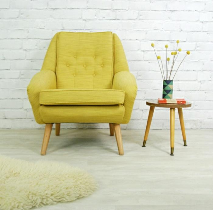 wohnzimmer sessel retro:Wohnzimmer-Ziegelwände-retro-Sessel-gelb-vintage-dänischer-Stil