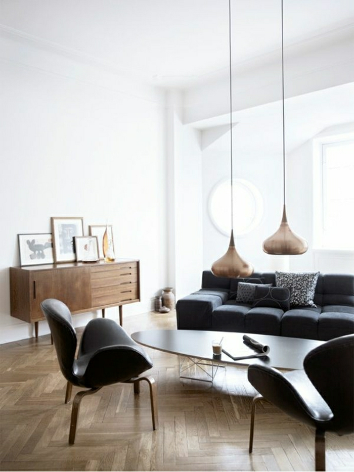 Wohnzimmer-skandinavisches-Design-schwarze-Möbel-höngende-Lampen-goldene-Oberfläche-Bilder