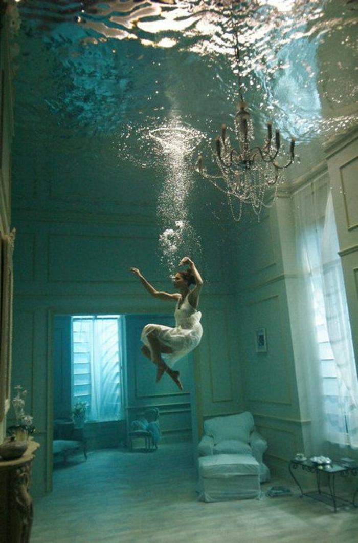 Zimmer Mdchen Unter Wasser