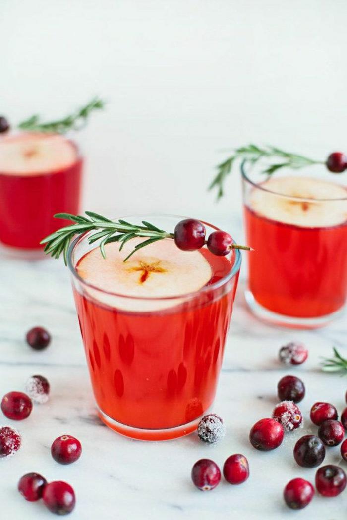 alkoholfreier-Cocktail-Kranbeeren-Apfel