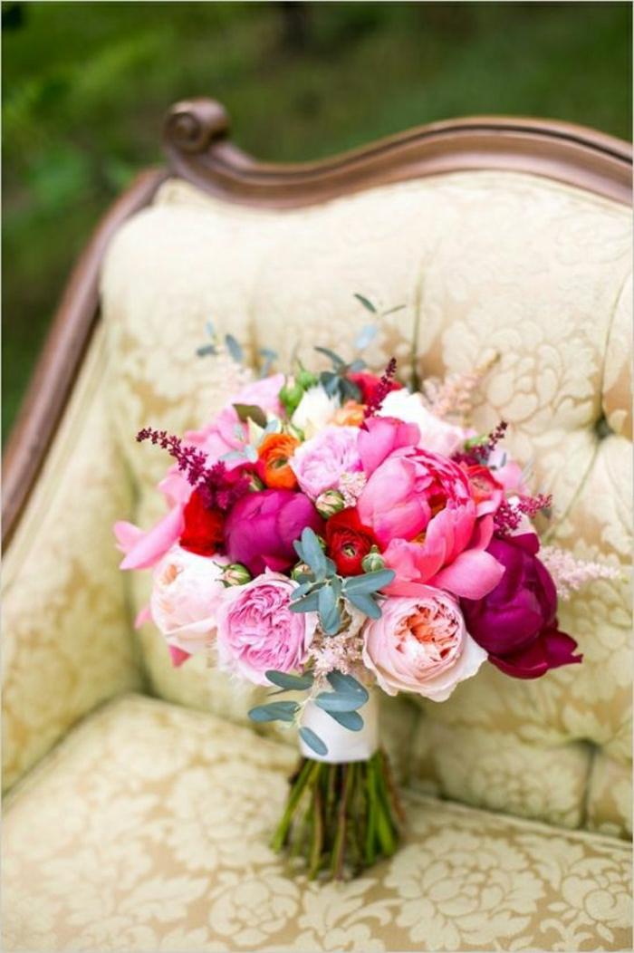 aristokratischer-Stuhl-Hochzeit-Strauß